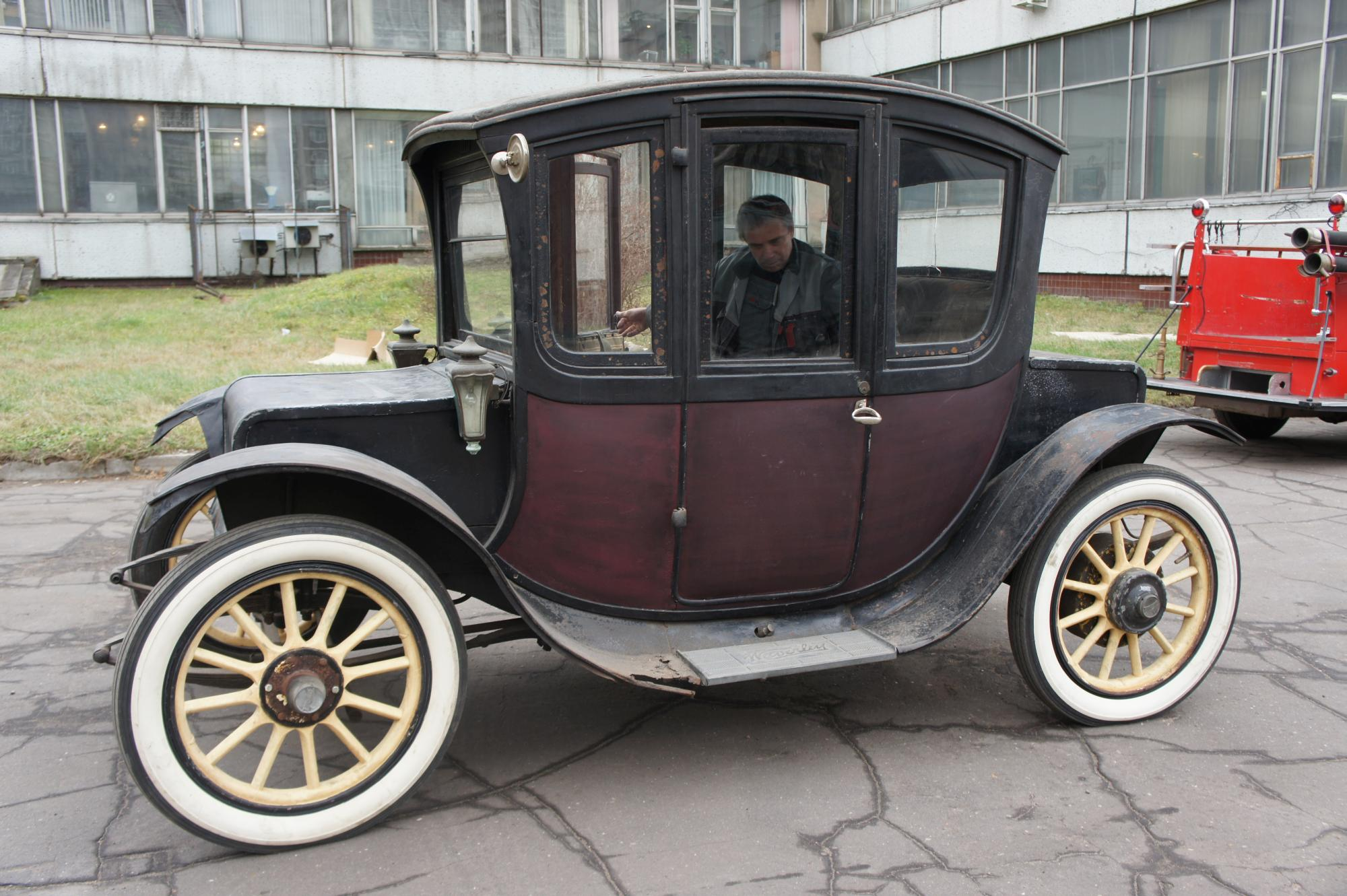 1913 Waverley Electric Limousine